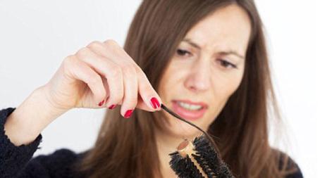 Kết quả hình ảnh cho rụng tóc ở phụ nữ trung niên